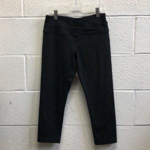 Lululemon black Astro band crop legging sz 4 61717